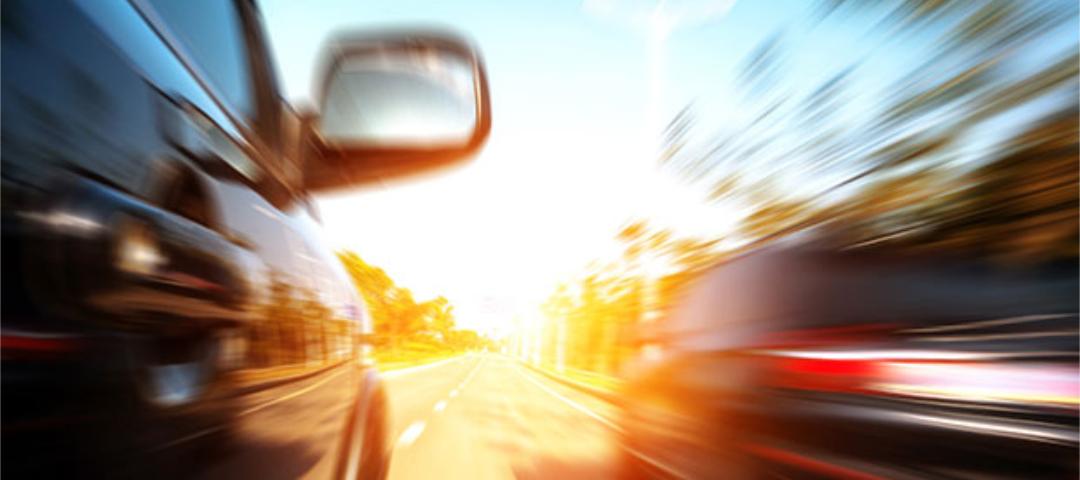 Autofahren im Sommer: Erhöhtes Unfallrisiko durch blendende Sonne